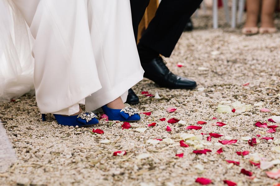 Boda diferente y original fotógrafo boda Málaga mono vestido Valerio luna boda Villanueva del trabuco, zapatos de novia Lolita Blu