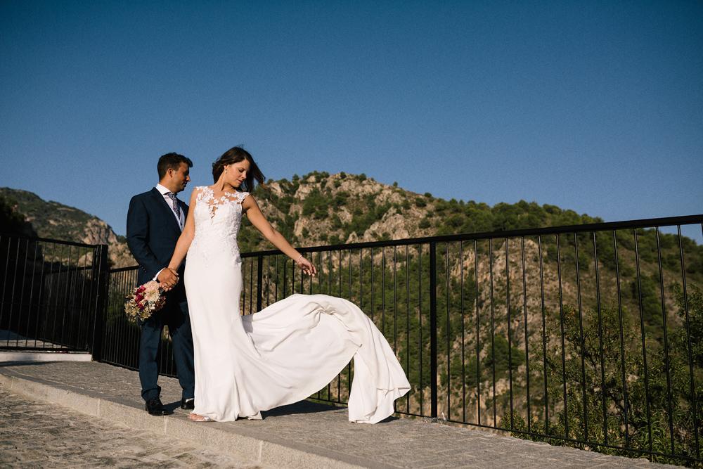novia sin velo post boda en Nerja fotógrafo Marbella