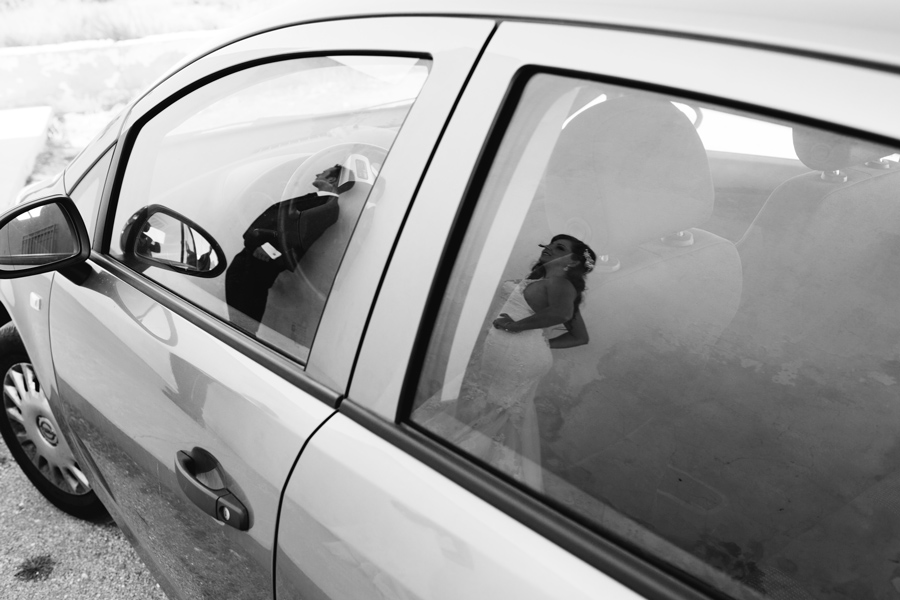 reflejo de Novio y novia de post-boda en almería (Cabo de Gata)