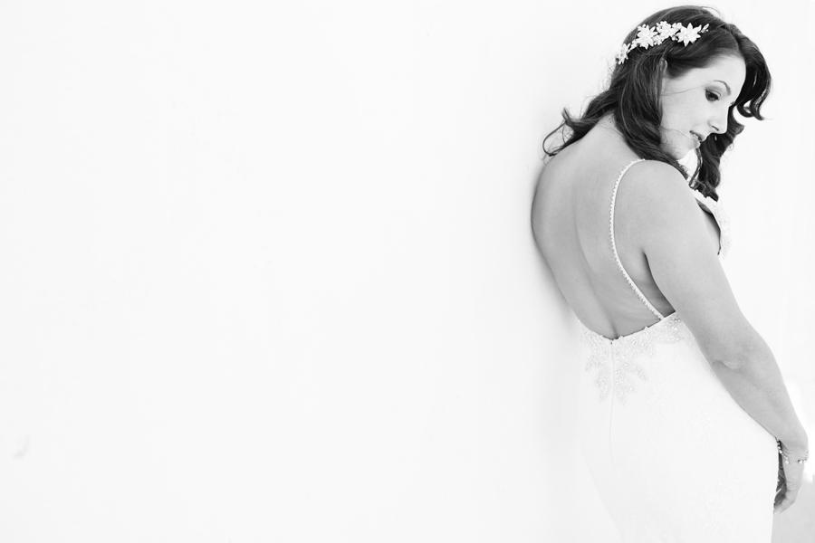 Novia radiante con su vestido de Pronovias