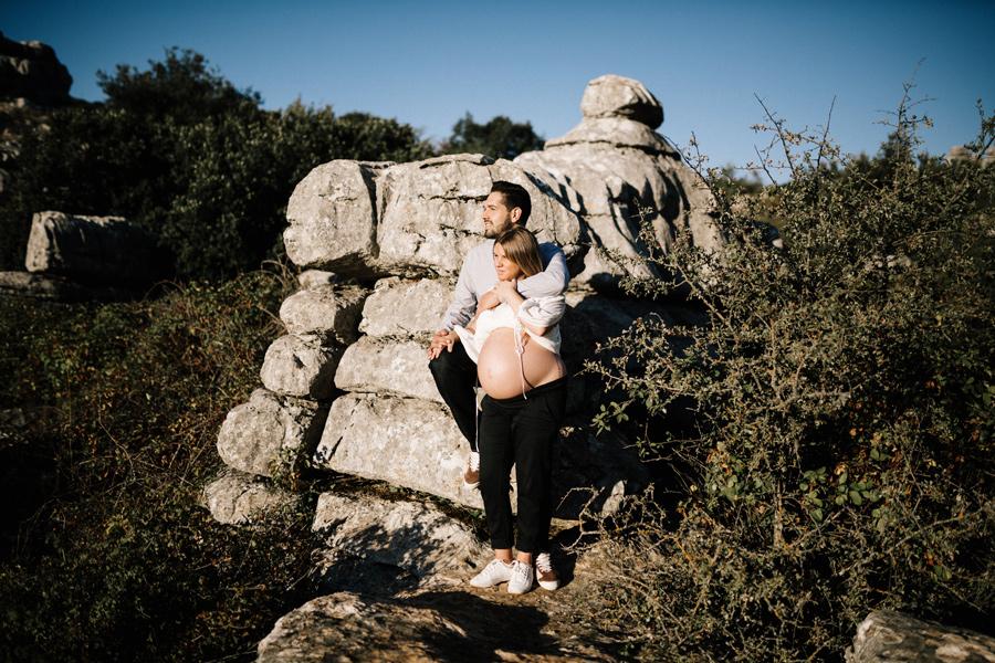 Sesión de embarazo en el torcal kiko y belén